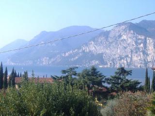 LA CORTE DI MAGU' - Front Lake Apartment Malcesine  Verde 4P - Malcesine vacation rentals