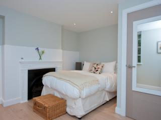 Spitalfields Superior E1 - New & near Brick Lane - London vacation rentals