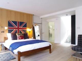 Fitzrovia Studio 3 |Style and central location | Walk to theatres - London vacation rentals