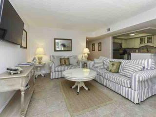 Fresh & Fun 2 BR  Bluffs Villa in South Beach - 3 minute walk to Salty Dog - Hilton Head vacation rentals