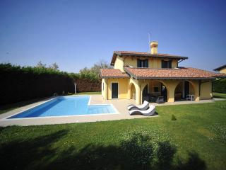 Charming Isola Albarella vacation Villa with A/C - Isola Albarella vacation rentals