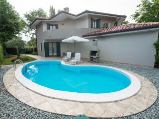 Bright 3 bedroom Villa in Isola Albarella with A/C - Isola Albarella vacation rentals