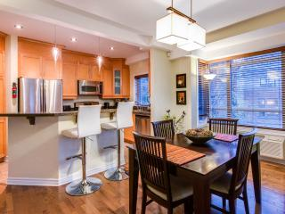 Fully Furnished 2 Bedrooms 2 bathroom Wifi Garage - Montreal vacation rentals