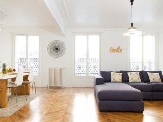 09. 3BR FLAT NEAR ST GERMAIN-LUXEMBOURG GARDENS - Paris vacation rentals