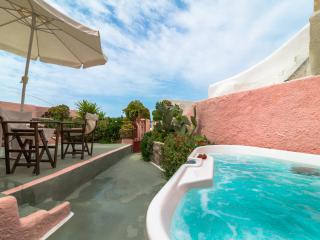 PINK & BLUE villas, private HOT TUB, Caldera View! - Oia vacation rentals