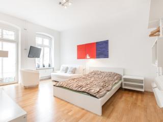 DESIGNED FLAT W BALCON IN KREUZBERG - Berlin vacation rentals