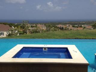A Stylish And Spacious Apartment - Maynards vacation rentals