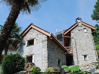 Sunny 1 bedroom House in Minusio with Short Breaks Allowed - Minusio vacation rentals