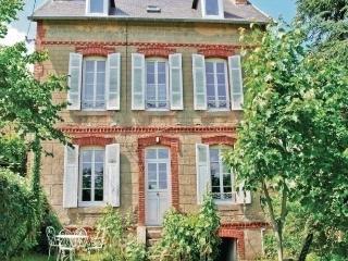 Romantic 1 bedroom Etables-sur-Mer Condo with Short Breaks Allowed - Etables-sur-Mer vacation rentals