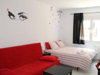 Home Rentals Madrid Center 1-1 AC&WIFI - Madrid vacation rentals