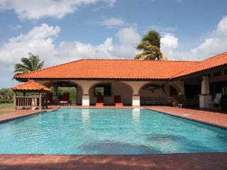 Lovely 4 bedroom Villa in Mount Irvine with Television - Mount Irvine vacation rentals