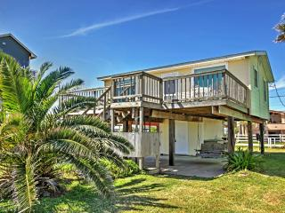 'Seascape' 2BR Galveston House w/Wifi, Expansive Private Deck & Dazzling Gulf Views - Unbeatable Beachfront Location! Close to Outdoor Attractions, Local Restaurants & More! - Galveston vacation rentals