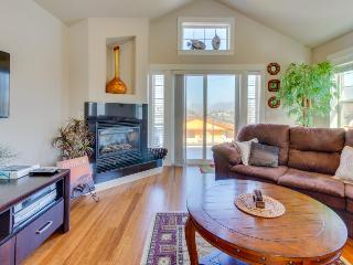 Two balconies, ocean & mountain views, steps from the beach! - Rockaway Beach vacation rentals