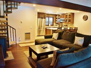 245 - Mammoth Pines Newly Remodeled, Steps From Free Shuttles To Eagle Lodge & Village - Listing #245 - Mammoth Lakes vacation rentals