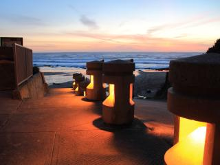 Quarterdeck- Studio,Fireplace, Beachfront, Kitchen - Lincoln City vacation rentals