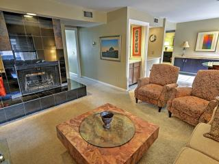 Elegant 2BR Oklahoma City Condo w/Wifi, Lush Landscape Views & Community Pool/Hot Tub -  Walk to Countless Downtown Attractions! - Oklahoma City vacation rentals