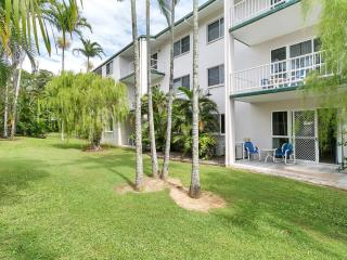 COCO'S HOLIDAY APARTMENT 13 FOR DEFENCE & EMERGENCY SERVICE MEMBERS - Trinity Beach vacation rentals