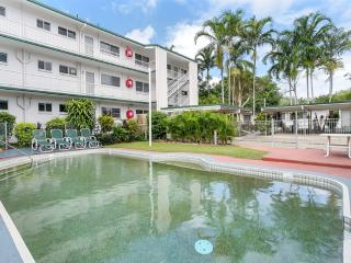 COCO'S HOLIDAY APARTMENT 16 FOR DEFENCE & EMERGENCY SERVICE MEMBERS - Trinity Beach vacation rentals