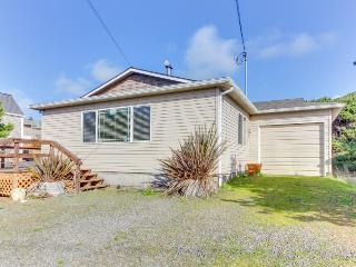 Casual house w/ ocean view, just steps away from the beach! - Rockaway Beach vacation rentals