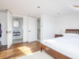 onefinestay - Andalus Road apartment - London vacation rentals