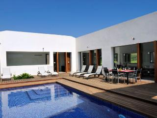 Exceptional modern style country house located between Pollensa and it's Puerto, with extraordinary pool it's ideal for 10 people - HM010CAL - Pollenca vacation rentals