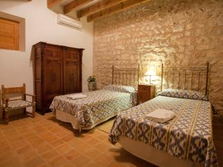 Centennial Majorcan country house beautifully decorated in idyllic rural setting - HM010SPT - Son Cervera vacation rentals