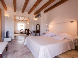 Luxury villa in Selva with 4 suites and pool - HM010SRT - Selva vacation rentals