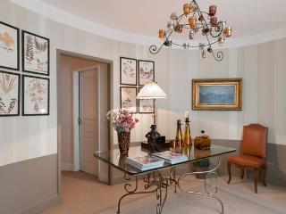 Luxe Large Apt, next to Place Vendome - Paris vacation rentals