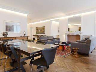 Luxurious Apartment Plaza Athene - Paris vacation rentals