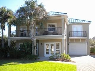 5 bdrm 2 separate living areas, golf cart & gated - Destin vacation rentals