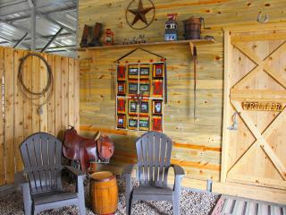 1 bedroom Barn with Housekeeping Included in Monticello - Monticello vacation rentals