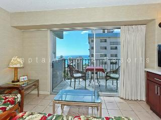 Ocean View Lanai, central A/C, 5 min. walk to beach!  Sleeps 4. - Waikiki vacation rentals