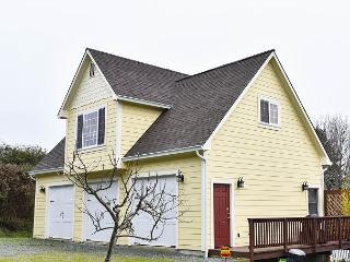 Azalea Haven - Brand New & Very Nice 1 Bedroom Retreat in Quiet Neighborhood - McKinleyville vacation rentals