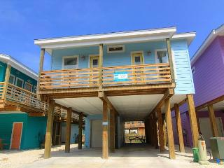 4 bedroom 3 bath home, Community Pool, right in the heart of Port Aransas! - Port Aransas vacation rentals