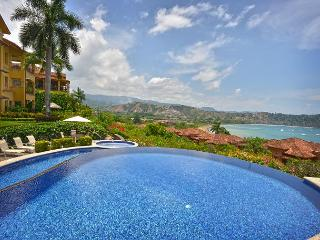 Stay 7 nights, Pay 5 at this Luxurious Penthouse w/Incredible view! - Herradura vacation rentals