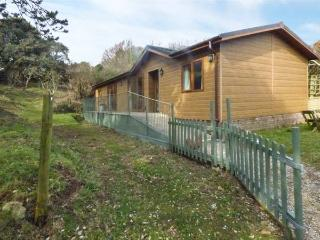 WOODPECKER LODGE, on working farm, private enclosed garden, shared private beach, in Berrynarbor, Ref 933600 - Berrynarbor vacation rentals