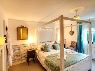 THE HEART OF RYE stunning apartment, romantic, Grade ll listed, woodburner in - Rye vacation rentals