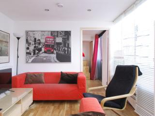 Kings Cross one stop | Walk to Regent's Park | Two stories & extra space - London vacation rentals