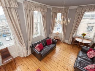 St Giles, on Royal Mile, 200 metres to Edinburgh C - Edinburgh vacation rentals