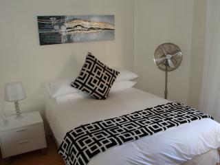 Perfect Condo with Satellite Or Cable TV and Parking - Jeffreys Bay vacation rentals