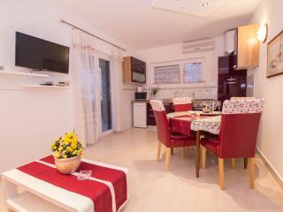 Apartmani C4+1pers.- - Slatine vacation rentals