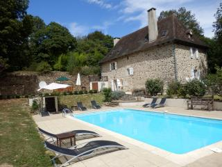 Lovely 4 bedroom St Pierre de Frugie Farmhouse Barn with Internet Access - St Pierre de Frugie vacation rentals