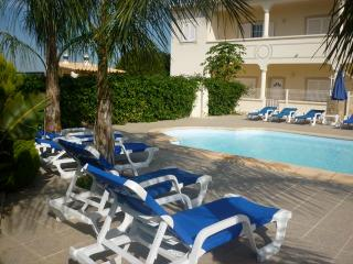 Vernon White Apartment, Albufeira, Algarve - Guia vacation rentals