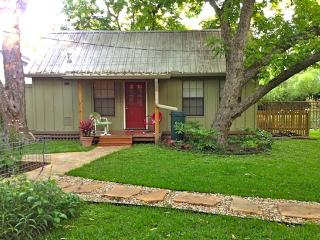 Private Quaint Backyard Cottage in Univ of TX area - Austin vacation rentals