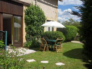 Nice Gite with Internet Access and Satellite Or Cable TV - Saint-Leon-sur-Vezere vacation rentals