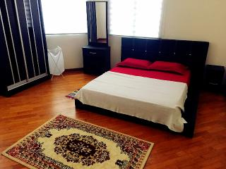 Sunny 1 bedroom House in Sepang with Internet Access - Sepang vacation rentals