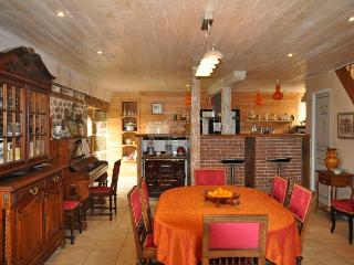 Nice House with Satellite Or Cable TV and Parking - Camps-Saint-Mathurin-Leobazel vacation rentals