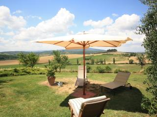 Cozy 3 bedroom Monteriggioni Villa with Satellite Or Cable TV - Monteriggioni vacation rentals