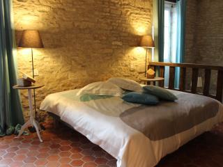 LE RELAIS DE MEURSAULT,  Gîte de Charme - Meursault vacation rentals