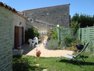 Sunny 3 bedroom House in Surgeres - Surgeres vacation rentals